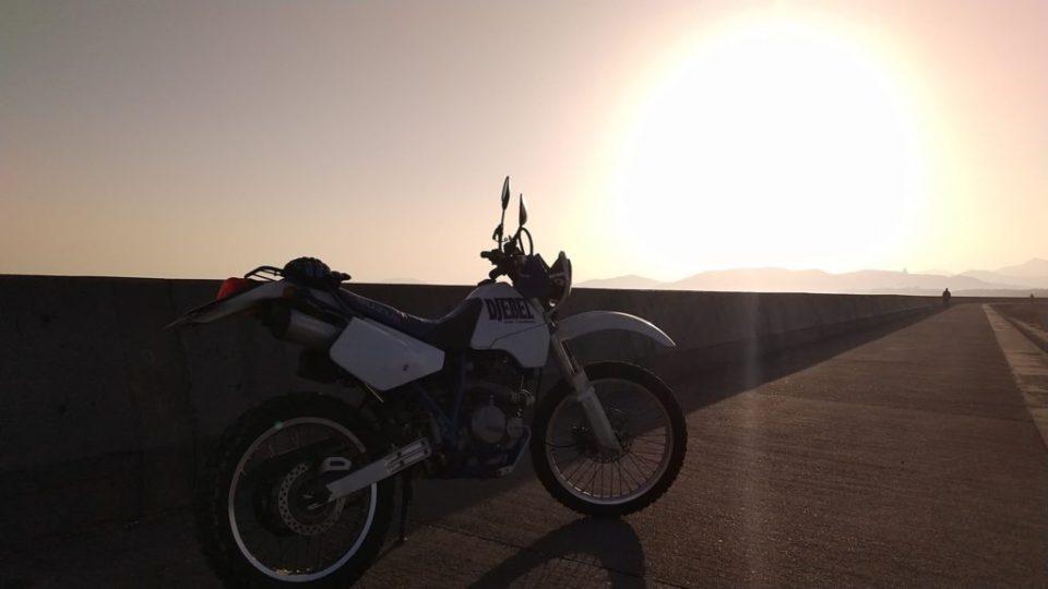 サンセットとバイク