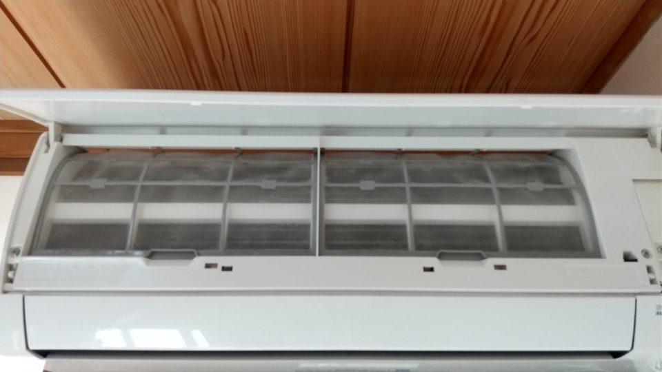 エアコンフィルターも定期的に取り外して洗浄しています。